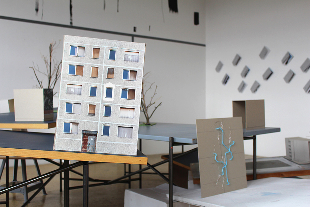 eine fassade ist eine fassade ist eine fassade pr sentation der kunst am bau konzepte im. Black Bedroom Furniture Sets. Home Design Ideas