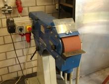 Bandschleifmaschine / Metallwerkstatt / Designcampus