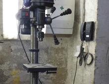 14-KUNST_GLAS_Bohrmaschine